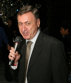Nigel thanks all the guests for attending the first Movers & Shakers of 2013.