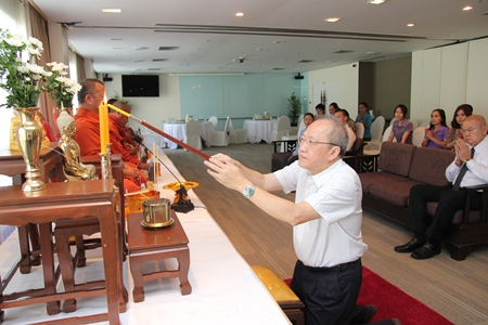 Management and staff pray as Chatchawal Supachayanont, GM of the Dusit Thani Pattaya, lights candles during the religious ceremonies to mark the auspicious occasion of the resort's 24th anniversary recently.