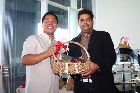 Tony Malhotra, Asst. MD of Pattaya Mail Media Group receives a basketful of Christmas and New Year good wishes from Dhaninrat Klinhom, Marketing Communications Manager for Hilton Pattaya recently.