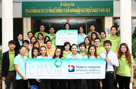 On the occasion of Father's Day, Neerachorn Sirisamphan (back row 2nd right), Director of International Business Development at Bangkok Hospital Pattaya together with her team visited the Ban Banglamung Social Welfare Development Center for Older Persons where they donated a sum of 36,377 baht. Uthit Bunchouy (back row 2nd left), director of the home, thankfully received the funds and said that the money would be used for the care of the elderly.