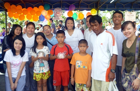 On the occasion of Children's Day recently, Sakda Kanjanawanawan (back row 3rd left), director of Dusit Thani College, Pattaya City Center led college staff and students to Pattaya City Hall where they joined in the fun and games organized for the community children.