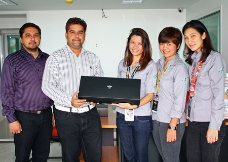 Pattaya Mail received more greetings from our friends at the Hard Rock Hotel when Kanjana Ngamkalong (3rd right), Marketing Communications Manager and her assistant Chanida Sinman (2nd from right) presented a new year's gift to Suwanthep Malhotra and Kamolthep Malhotra, directors of the Pattaya Mail Media group during their visit to our new offices on Thepprasit Road recently.