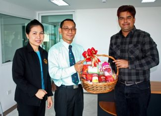 Tony Malhotra (right), director sales & marketing for Pattaya Mail Media Group, welcomes Saming Suebsakul (centre), GM of the Diana Group, along with Nualchan Phuphaisit (left), hotel manager, on their goodwill visit to our offices recently.