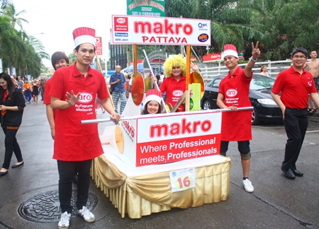 The Makro Pattaya team cooks up some fun during the opening parade.