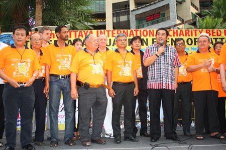 Sonthaya Kunplome (3rd right) Minister of Culture presided over the charity event.