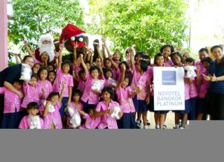 The girls at the Rajvithi Home for Girls are having a great Christmas party, thanks in part to a benevolent team from Novotel Bangkok Platinum.