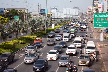 It's the same old story: every holiday and long weekend brings gridlock to Pattaya, from Sukhumvit Road (shown here) to the beach.  This year was no different during the weeklong Countdown to 2013, making it nigh on impossible at times to travel from one end of Pattaya to the other.