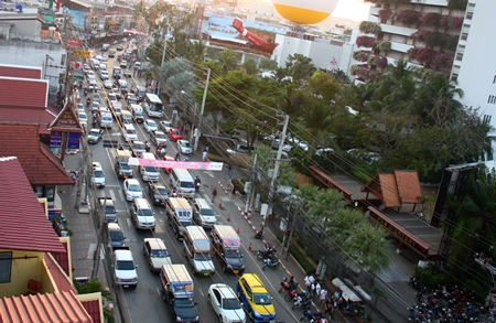 Traffic along Pattaya 2nd Road, which usually runs somewhat smoothly even during the holidays, was often at a standstill during this year's Countdown to 2013.