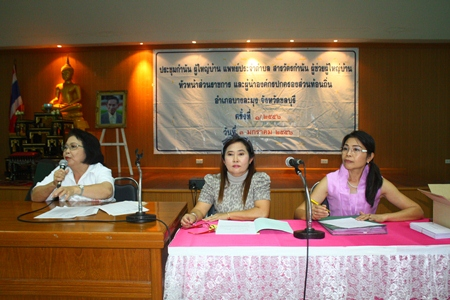 Red Cross President Nuanchan Saeng-Uthai (center) finalizes details of the event at The Zign Hotel.