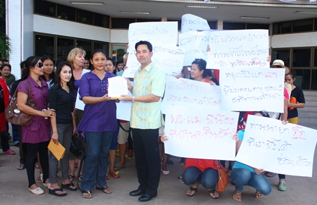 Mayor Itthiphol Kunplome (center) accepts a document outlining their complaint from protest leader Pranee Klawit.