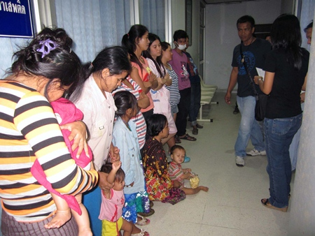 Police captured eight adults and four children from Cambodia, illegally panhandling at a Laem Chabang market.
