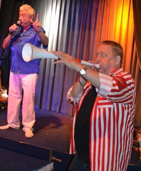 A member of the audience accompanied Johnny on the vuvuzela.