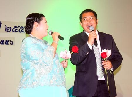 Sonthaya & Sukumol Kunplome perform a duet during the charity fund raiser.