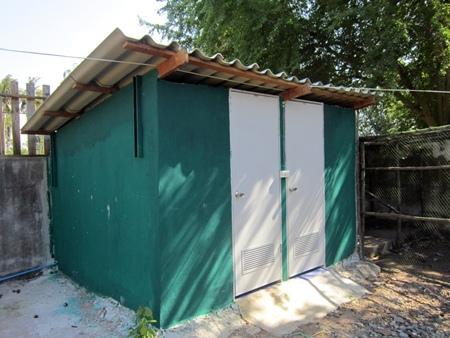 Toilet/showers.