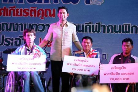 Ittipol Kunplome, Mayor of Pattaya City (center) presents awards to disabled athletes Watcharapol Wongsa, Sukhum Namlum and Sukachai Koizup.