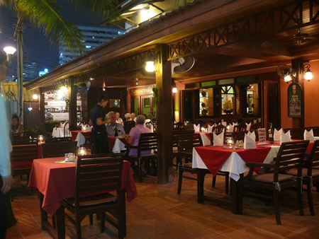 The Boathouse restaurant is very easy to find on Jomtien Beach Road, on the corner of Soi 8.