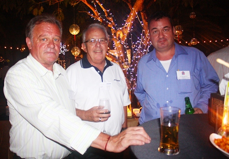 (L to R) Stephen Frost, Director, Bangkok International Associates; John L. Pollard, Managing Director of Meinhardt (Thailand) Ltd.; and Joe Barker-Bennett, Chairman of Eastern Seaboard BCCT Group and Managing Director of JMBB Consulting Co. Ltd.