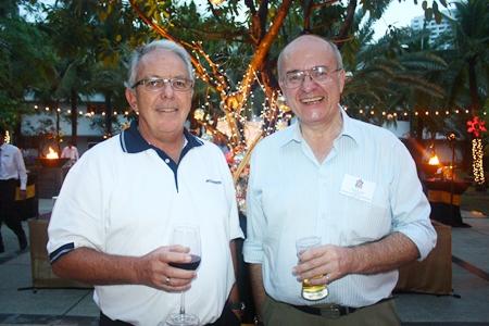 (L to R) John L. Pollard, Managing Director of Meinhardt (Thailand) Ltd. and Stephen Frost, Director of Bangkok International Associates.