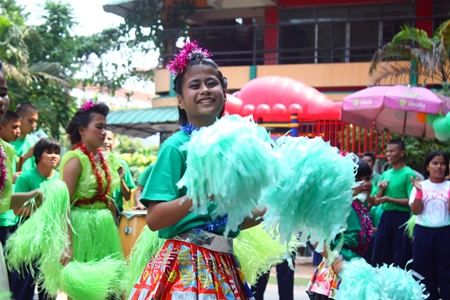 One of the green team's cheerleaders flashes a beautiful smile during her team's dance.