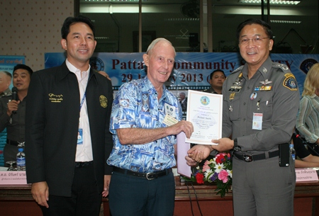 Richard Smith receives a Certificate of Appreciation from Pol. Maj. Gen Supisarn Bhakdinarinath for attending the seminar.