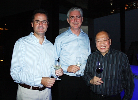 Chatchawal Supachayanont (right) welcomes the Amari Orchid Pattaya managers, Resident Manager Richard Margo (left) and General Manager Brendan Daly (center).