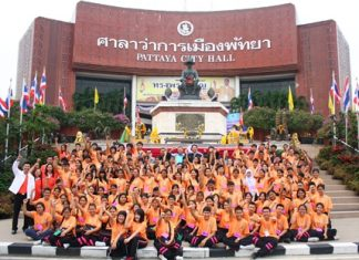 150 youths pose for a picture with Pattaya administrators in front of City Hall before heading to Sattahip.