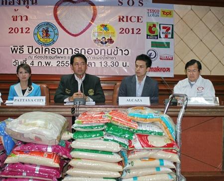 (L to R) YWCA Bangkok-Pattaya Center Chairwoman Praichit Jetpai, Mayor Itthiphol Kunplome, Alcazar GM Phawin Phettrakul and Foundation President Rev. Michael Picharn Jaiseri announce the success of this year's S.O.S. rice campaign.