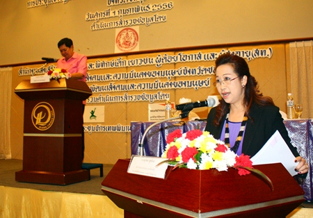 Suphatcha Suthipol, director of the Bureau of Child Promotion and Protection, with Chonburi Deputy Gov. Pornchai Khwansakul presiding in the background, addresses the meeting to improve child protection in Chonburi.