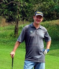 B Flight winner Andy Robinson,