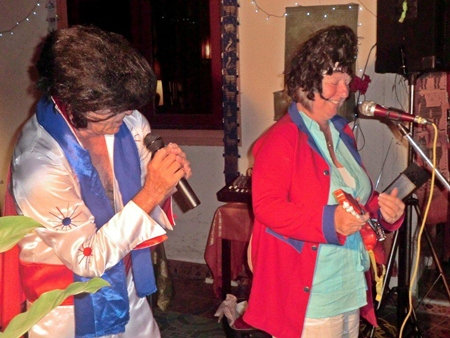 Elvis belts out another number.