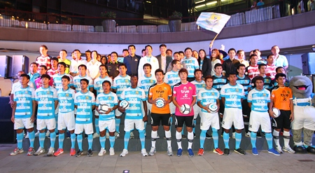 Pattaya United's team squad, officials and sponsors pose at the press conference held at Pattaya Central Beach, Friday, Feb. 22.
