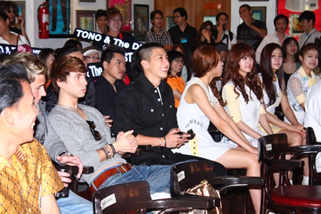 Musicians to attend the festival led by Tono the Star, Girl Group ' Skarf Idol'  from Korea and The United from England