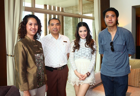 """Actress and TV anchor """"Bovy"""" Atthama Chiwanitchaphan (2nd right), together with Kittikhun Siripongpraiwan (right), TV producer of """"Nee Tiew"""" were in town recently to film their new show. They were welcomed to the Centara Grand Mirage Beach Resort, Pattaya by Wuthisak Pichayagan (2nd left), Executive Assistant Manager - Food & Beverage and Usa Pookpant (left), Public Relations Manager."""