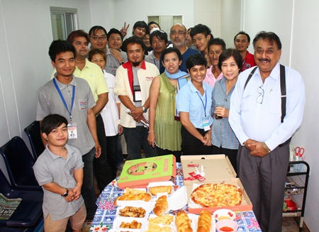 It was pizzas, burgers, garlic bread and french-fries all around as Peter Malhotra (right), MD of the Pattaya Mail Media Group, invited the staff to a little feast to celebrate his birthday recently.