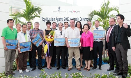 The Royal Cliff Hotels Group held a gathering to thank and honour the top Russian travel agents recently. On hand to welcome them were Group Managing Director Panga Vathanakul (4th right), Vice-President Vathanai Vathanakul (right), Director of Sales & Marketing Victor Kriventsov (second row, 4th right) and Counselor Andrey Dvornikov, Head of the Consular Section, Embassy of the Russian Federation to Thailand.