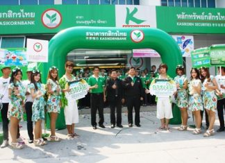 Deputy Mayor Verawat Khakhay (center) and bank deputy director of service and sales Thonakrit Bunyathawornchai (center, right), along with management and staff signal the beginning of Kasikorn Bank's Money Festival.