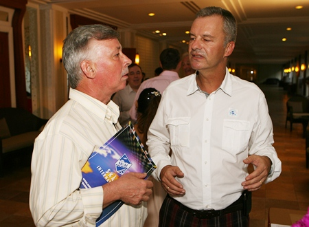 Hans Banzinger enjoys a chat with immediate past president Ingo Raeuber.