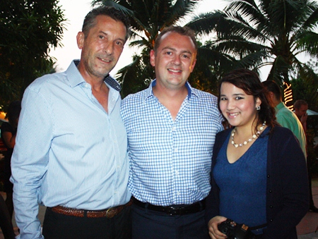 (L to R) Cees KC Cuijpers, managing partner of Town & Country Property Co., Ltd., Garth Solly, GM and Juthamard Boonchinwudtikun, public relation executive for Holiday Inn Pattaya.