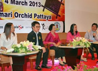 (L to R) Latiporn Thongkunna, assistant manager of Amari Orchid Hotel, Pattaya; Rattanachai Suthidechanai, Pattaya council member and president of the Pattaya Sports and Tourism Committee; Pornsuk Pengmanee, head of the Astrology institute; Theeraporn Jitnawa, manager of Central Festival Pattaya Beach; Sorn Chai-ithornvichai, assistant general manager of Central Center Pattaya, announce this year's Astrology Week.