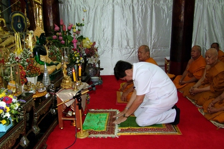 Deputy Mayor Pornchai Kwansakul invited 99 monks to express loyalty and love toward Their Majesties the King and Queen as part of a national merit-making ceremony.