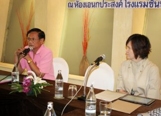 Phanom Yodyiem (left), a disabled-lifestyle development officer from the Social Development and Human Stability Office in Chonburi, talks to THA members about Thailand's employment laws, as THA-EC president, Bundarik Kusolvitya listens in.
