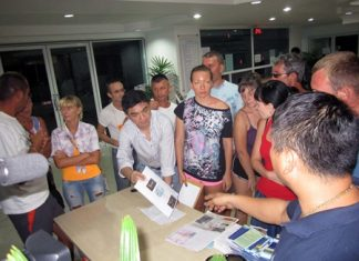 Russian tourists file a complaint with Pattaya Police Superintendent Suwan Chiewnawinthawat (striped shirt, leaning over table with paper in hand) against World of Chang Co. for fraud.