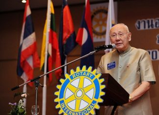 Past Rotary International President Bhichai Rattakul presents his keynote speech.