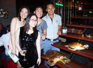 "(L to R) Chutima Jeeramongkol, Yuwathida Jeerapat, Tina Termsomket, and CDR. Kwanmoung Karestre host a charity evening to ""save the turtles""."