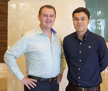 "General Manager Garth Solly (left) with Thanagon ""Pete"" Poungbubpchart."