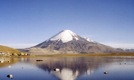 Parinacota: a volcanic mountain in Northern Chile. (Photo: Gerd Breitenbach)