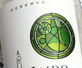 """Maipo's """"Vitral"""" motif on the Sauvignon Blanc label."""