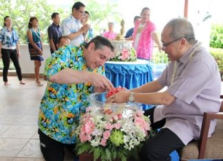 Staff of the Dusit Thani Pattaya gathered together to celebrate Songkran, the traditional Thai New Year at the resort last week. As part of the ceremonies scented water is poured over the hands of their beloved GM Chatchawal Supachayanont whereby in return he blessed them and wished them good health and happiness. Photo shows Executive Chef James Reppuhn performing the Rod nam dum hua ceremony.