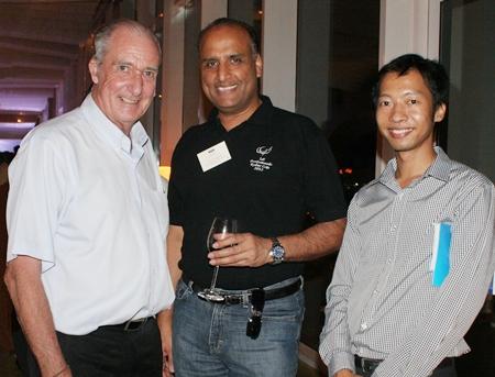 Dr. Iain Corness (Pattaya Mail), Bic Gohil (Ford Motor Company) and Phooritut Uthaiwong (Manpower).