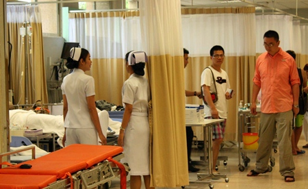 Chinese tourists are administered to at Bangkok Hospital Pattaya after many received what is believed to be food poisoning at an unnamed restaurant on Koh Larn.
